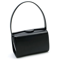Kitamuraのおすすめフォーマルバッグ、持ち手が長めのセミショルダーバッグ